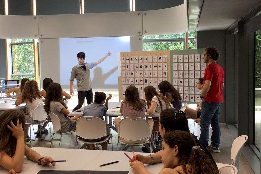 Guim Espelt i Marc Ligos - Museu del Disseny de Barcelona - Tallers didàctics - Internet of Things of the Museum